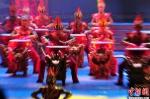 """资料图:此次艺术周闭幕式上,大型乐舞《鼓舞中国》将作为""""重头戏""""激情上演。《鼓舞中国》是迄今为止全国荟萃中华鼓种和鼓舞类型最多的一台大型乐舞演出。 - 甘肃新闻"""