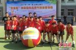 图为参加气排球比赛的运动员合影。 刘玉桃 摄 - 甘肃新闻