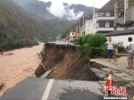 甘肃陇南遭强降雨 国省干线公路多处垮塌。 - 甘肃新闻