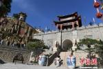 图为庆州古城药王洞马嵬驿民俗文化村内的小吃一条街。 杨艳敏 摄 - 甘肃新闻