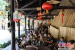庆州古城药王洞马嵬驿民俗文化村内游人如织。 杨艳敏 摄 - 甘肃新闻