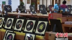 """丝绸之路敦煌国际特色馆是在""""一带一路""""背景下发展的集线上销售与线下体验于一体的地域特色艺术产品电子商务产业基地。 李亚龙 摄 - 甘肃新闻"""