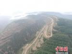 图为黄土高原上的比赛赛道。 杨艳敏 摄 - 甘肃新闻