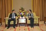 陈青会见哈萨克斯坦首任总统图书馆代表团 - 外事侨务办
