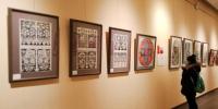 """6日下午,""""民风?民韵?民萃——甘肃剪纸艺术十人精品展""""在甘肃艺术馆举办,共展出110幅剪纸精品。 崔琳 摄 - 甘肃新闻"""