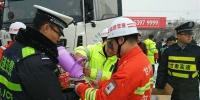 全省交管部门积极应对冰雪恶劣天气确保道路交通安全 - 公安厅