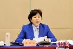 图为甘肃省卫生计生委主任郭玉芬作工作报告。 南如卓玛 摄 - 甘肃新闻