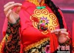 """甘肃庆阳市举办的""""小崆峒旅游文化节""""上,庆阳香包在展示。 陈飞 摄 - 甘肃新闻"""