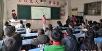 图为兰州一小学学生正在上课。(资料图) 刘玉桃 摄 - 甘肃新闻