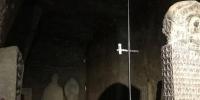麦积山石窟133窟预警监测设备安装齐全,包括温湿度、二氧化碳、裂隙监测等设备共20余个,对窟内环境的动态变化进行实时测量。图中分布在窟内墙体及地面等不同位置的白色盒装设备均为监测所用。张婧 张婧 摄 - 甘肃新闻