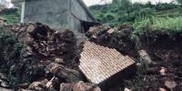 7月10日至11日,强降雨侵袭甘肃陇南市武都区,导致当地出现洪涝灾害,许多道路、农田、民房被冲毁,共造成126220人受灾,直接经济损失71517.2万元。  李腊梅 摄 - 甘肃新闻