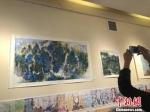 图为中韩书画艺术吸引民众拍照。 徐雪 摄 - 甘肃新闻
