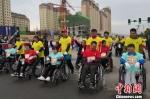 图为轮椅赛组选手做准备。 刘玉桃 摄 - 甘肃新闻