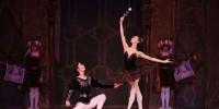 """为了让兰州版《天鹅湖》能够给观众带来更加完美的东西方视觉感受,邀请到了被誉为""""东方的芭蕾公主""""芭蕾首席演员王韵和被誉为""""中国芭蕾骄子""""的芭蕾舞首席演员焦洋领衔主演。(资料图)甘肃大剧院供图 - 甘肃新闻"""