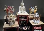 图为展出的创意陶艺作品。 刘玉桃 摄 - 甘肃新闻