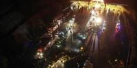 资料图,11月3日19时30分许,一辆辽宁籍重型半挂车行驶至兰临高速兰州南收费站出口处时先后与等候缴费的26辆车辆发生碰撞。司机自述因连续下坡、刹车失灵。杨艳敏 摄 - 甘肃新闻