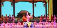 """2018年10月5日晚,继黄金海岸、纽卡斯尔之后,享有""""中国第一舞剧""""美誉的《丝路花雨》在悉尼精彩上演。 图为演出现场。中新社发 姜长庚 摄 - 甘肃新闻"""