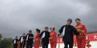"""图为以""""孝老敬亲""""为主题的节目在权家湾村广场上演。徐雪 摄 - 甘肃新闻"""
