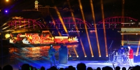 音乐节现场,歌手在黄河岸边演唱。牟健 摄 - 人民网
