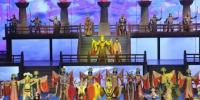 10月16日,来自美国、澳大利亚、菲律宾、加拿大等21个国家的40位海外华文媒体高层代表走进甘肃张掖,观看大型历史情景剧《回道张掖》。 杨艳敏 摄 - 甘肃新闻