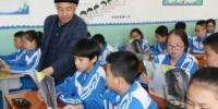 甘肃六旬退休教师46载环保初心:双鬓白了家园绿了 - 甘肃新闻