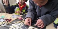 兰州乡村学校就地取材开课程 麦秸画让山里娃美起来 - 甘肃新闻