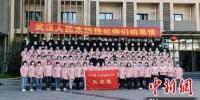 3月21日,于1月28日(大年初四)紧急集结驰援湖北的甘肃省第一批医疗队137名队员,在奋战了54个日夜、圆满完成支援湖北的工作任务后,乘机返回甘肃,包括甘肃省人民医院的7名医护人员。(资料图)甘肃省人民医院供图 - 甘肃新闻