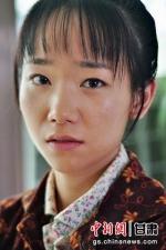 青年演员杜少杰饰演第二代治沙人徐怀英。 - 甘肃新闻