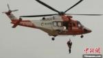 10月6日,甘肃公航旅金汇通航直升机飞行近600公里航程,执行首次沙漠应急救援任务。 甘肃省公航旅供图 - 甘肃新闻