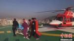图为伤员以最快速度被送至ICU病房接受治疗。 甘肃省公航旅供图 - 甘肃新闻